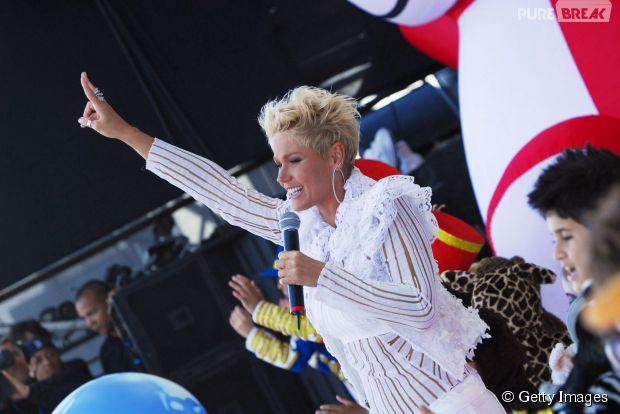 Hoje vai ser uma festa! Xuxa comemora 52 anos de idade ao som de seus maiores sucessos!