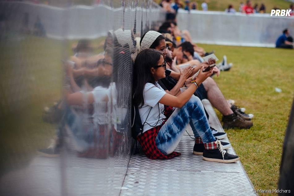 Público em momento de descanso durante o Lollapalooza 2015