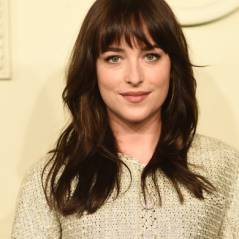 "Dakota Johnson, de ""50 Tons de Cinza"", segue o ""exemplo"" de Sophia Abrahão e faz corte long bob"