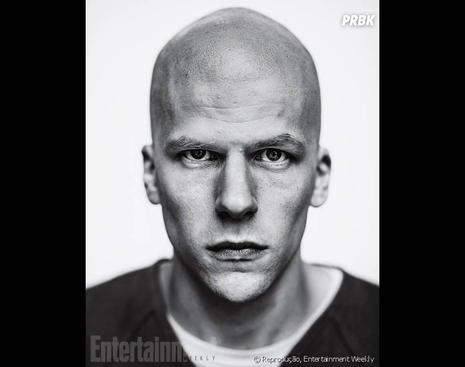 """Jesse Eisenberg teve que raspar a cabeça para interpretar o Lex Luthor, em """"Batman V Superman"""""""