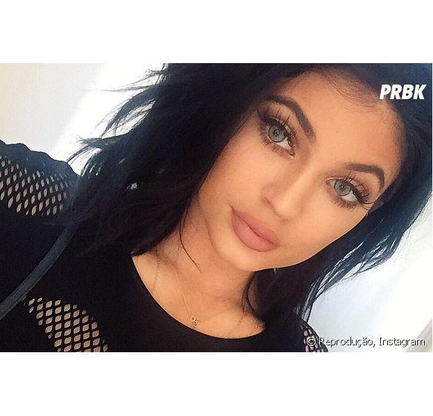 Lábios de Kylie Jenner viram desafio no Twitter e estrela desabafa na rede social