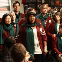 """Natal: Relembre os momentos marcantes natalinos das séries, como """"Glee"""" e outras!"""