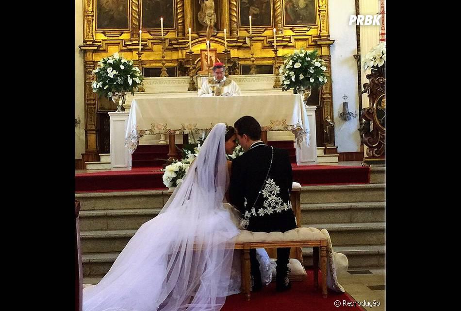 Anahi posta foto da cerimônia de casamento com Manuel Velasco no Instagram e comemora o dia mais feliz de sua vida
