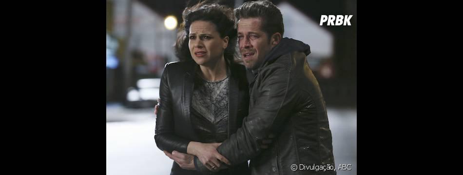 """Regina (Lana Parrilla) e Robin (Sean Maguire) se desesperam com a mudança de tudo em """"Once Upon a Time"""""""