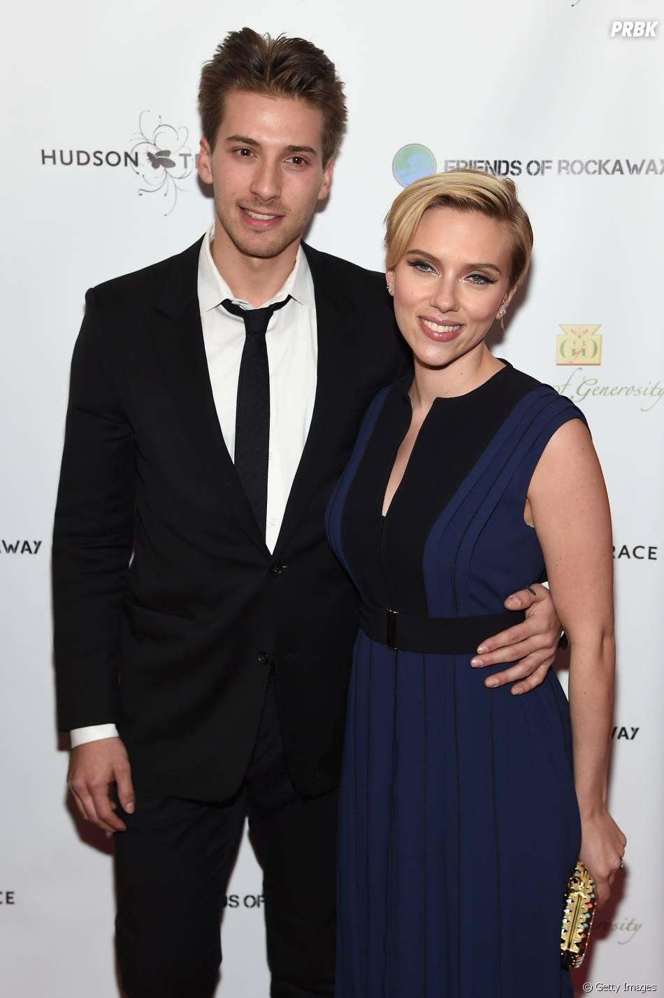 Scarlett Johansson tem vários irmãos, um deles gêmeo, o também ator, Hunter  - Purebreak