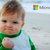 Microsoft afirma que uso de papel e caneta atrapalha o aprendizado dos jovens da atualidade