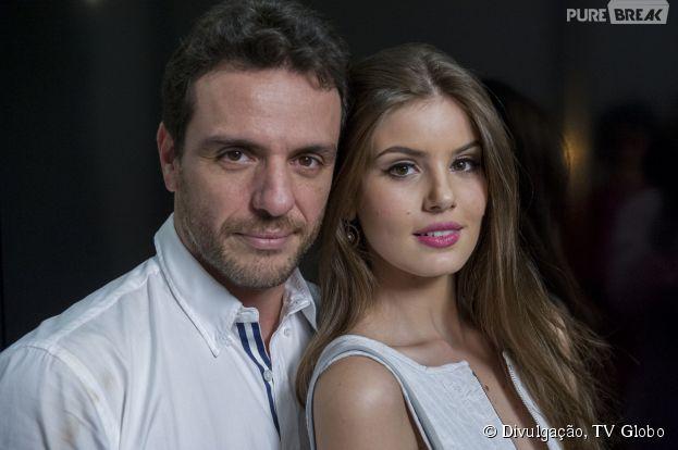 """Em """"Verdades Secretas"""", Angel (Camila Queiroz) vai se apaixonar por Alex (Rodrigo Lombardi)"""
