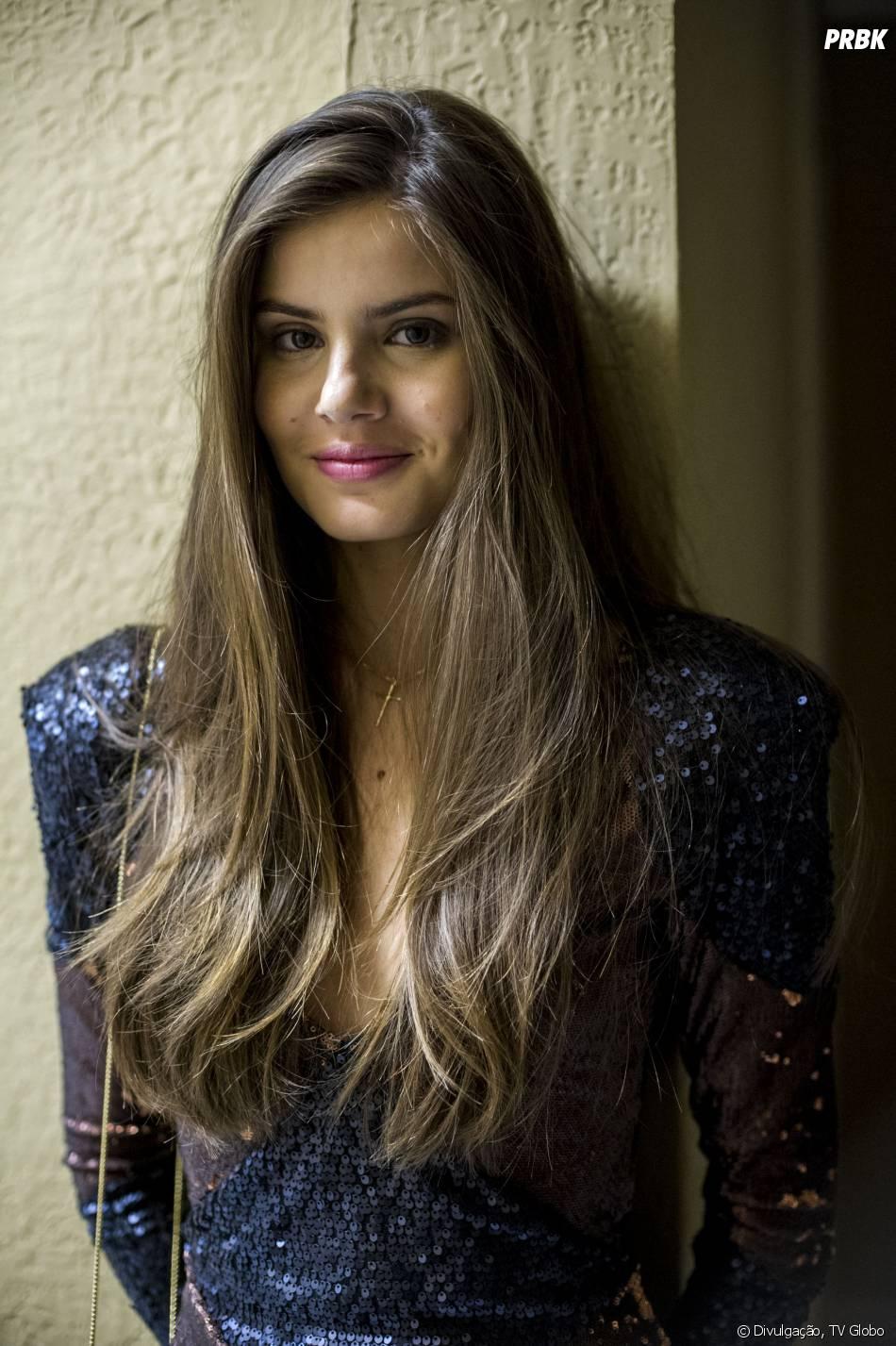 """Angel (Camila Queiroz) vai sofrer decepção e acaba conhecendo Alex (Rodrigo Lombardi) em """"Verdades Secretas"""""""