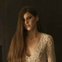 """Novela """"Verdades Secretas"""": Angel (Camila Queiroz) se assusta e foge de encontro com Alex!"""