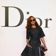 Rihanna, garota-propaganda da Dior, confere desfile da grife no Japão