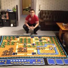 """Fã de """"Super Mario Bros."""" passa 6 anos criando incrível tapete de crochê inspirado em mapa do game!"""