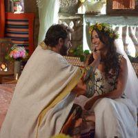"""Novela """"Os Dez Mandamentos"""": Moisés (Guilherme Winter) e Zípora se casam e têm núpcias romântica!"""
