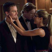 """Em """"Arrow"""": na 4ª temporada, Stephen Amell comenta futuro de Oliver e Felicity. Atenção, shippers!"""