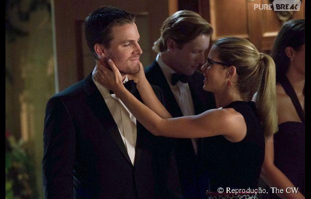 """Quarta temporada de """"Arrow"""" pode significar final feliz Felicity (Emily Bett Rickards) e Oliver (Stephen Amell)"""