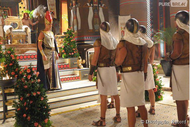 """Ramsés (Sérgio Marone) fica obcecado em ser o maior construtor de império faraônico em """"Os Dez Mandamentos"""", da Record"""