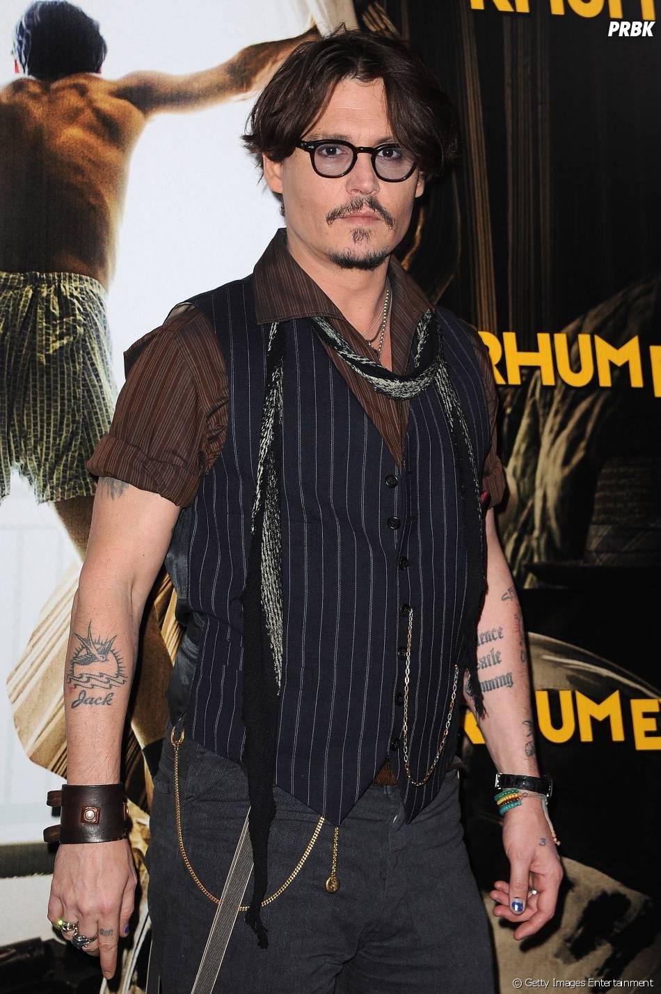 """Johnny Depp parou as gravações de """"Pirtatas do Caribe"""" para visitar um hospital. Quer atitude melhor que essa?"""
