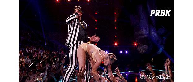 O twerk de Miley Cyrus em Robin Thicke foi chocante no VMA 2013!