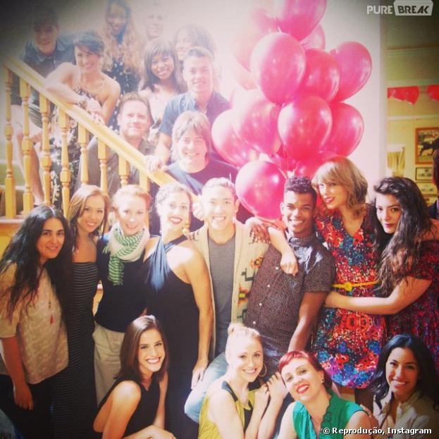 A premiada cantora Taylor Swift ganhou uma festa de aniversário com vários amigos, dentre eles a Lorde, emMelbourne, na Austrália
