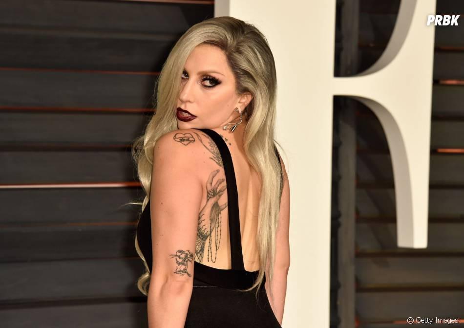 Lady Gaga foi zoada na escola por ser muito diferente. Talvez isso aconteça até hoje, né?