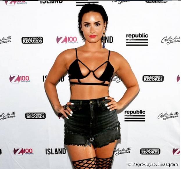 Demi Lovato sofreu com a baixa autoestima e o peso. Veja outras celebridades que venceram o bullynig!