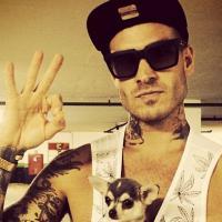 Mateus Verdelho fala sobre Bárbara Evans, posar pelado e tatuagens