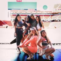 """Taylor Swift e Fifth Harmony surpreendem fãs e fazem apresentação incrível do hit """"Worth It"""" juntas!"""