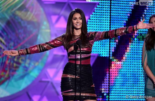 Nina Dobrev agradece aos fãs no Teen Choice Awards 2015