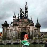Disney mal assombrada? Conheça a Dismaland, o parque sinistro criado pelo inglês Banksy!