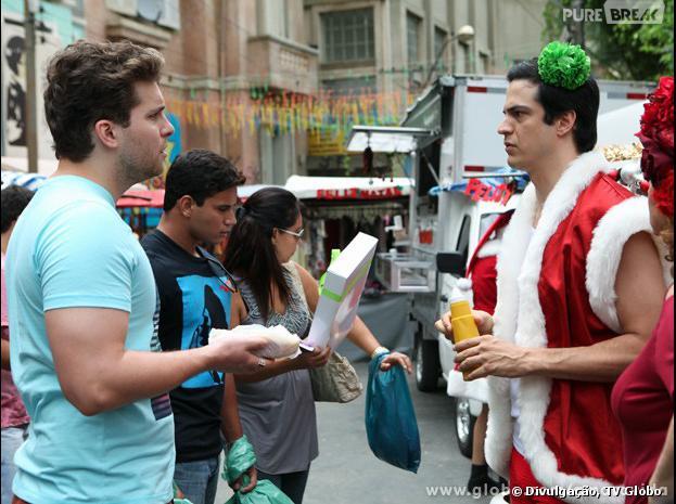 """Niko (Thiago Fragoso) descobrirá que Félix (Mateus Solano) é vendedor de hot-dog em """"Amor à Vida""""!"""
