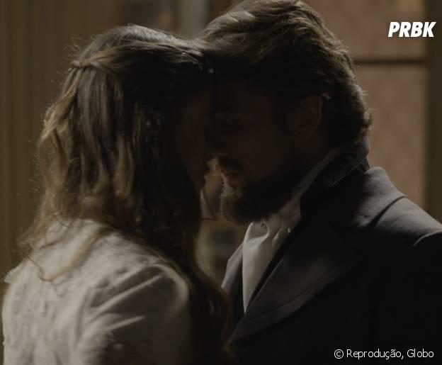 """Em """"Além do Tempo"""": Lívia (Alinne Moraes) e Felipe (Rafael Cardoso) fogem e acabam morrendo em acidente!"""