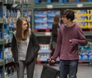 """Com Cara Delevingne, """"Cidades de Papel"""" foi um dos romances mais aguardados de 2015"""