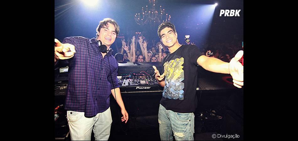 Caio Castro foi outra celebridade que se arriscou a atacar de DJ em uma balada e botou os fãs em Goiânia para dançar