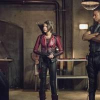 """Em """"Arrow"""": na 4ª temporada, Oliver (Stephen Amell) e Diggle brigam feio depois do retorno do herói!"""