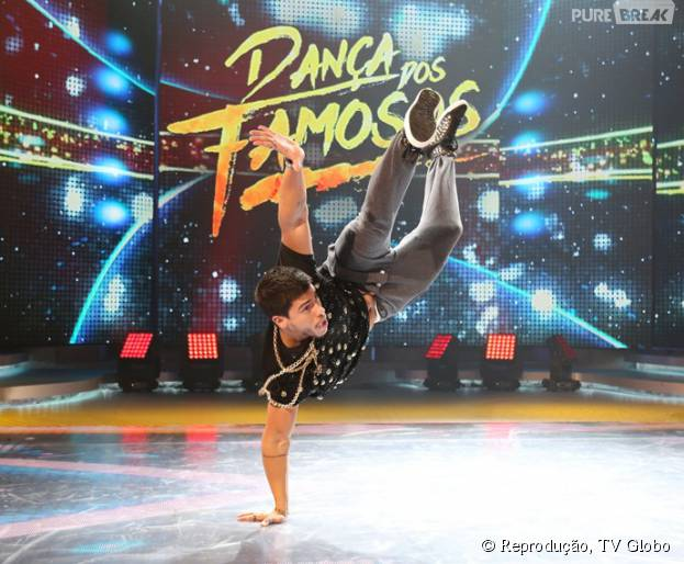"""Apresentação ousada garante liderança a Arthur Aguiar na """"Dança dos Famosos 2015"""""""