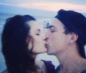"Di Ferrero faz ""selfie"" de beijo em Isabelli Fontana"