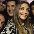 Ivete Sangalo divide selfie com os meninos do Jota Quest no primeiro dia do Rock in Rio 2015