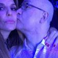 Ivete Sangalo dividiu o palco com Herbert Viana e aproveitou para fazer uma selfie