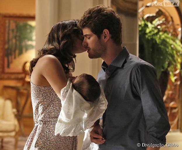 """Em """"I Love Paraisópolis"""", Ben (Maurício Destri) se declara para Mari (Bruna Marquezine)"""
