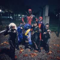 Ryan Reynolds vira Deadpool no Halloween e posta vídeo com crianças vestidas de X-Men. Assista!