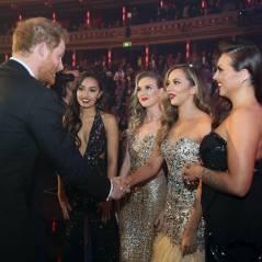 Little Mix e One Direction conhecem o príncipe Harry no tradicional evento Royal Variety