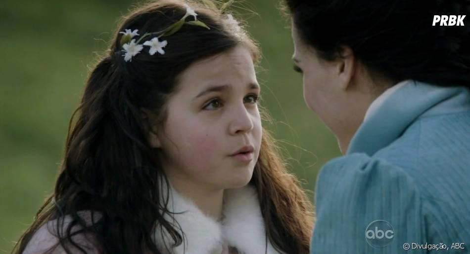 """Em """"Once Upon a Time"""": Bailee Madison, intérprete de Branca de Neve (Ginnifer Goodwin) mais jovem, também está confirmada na segunda parte da 5ª temporada"""