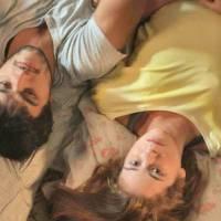 """Novela """"Totalmente Demais"""": Jonatas e Eliza namorando? Dividindo a mesma cama, eles dormem juntos!"""