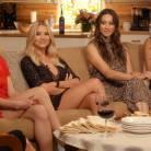 """Em """"Pretty Little Liars"""": vida amorosa de Aria, Hanna, Spencer e Emily é revelada durante especial!"""