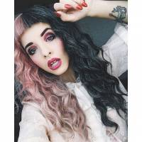 "Melanie Martinez, ex-""The Voice US"", chega ao Brasil para shows e vira Trending Topics no Twitter"