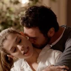 """Novela """"Além do Tempo"""": Lívia diz para Pedro que ama Felipe e devolve anel de noivado!"""
