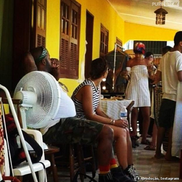 """Veja a primeira foto de Rihanna no Brasi! Ela está no Rio para fotografar para a revista """"Vogue Brasil"""""""