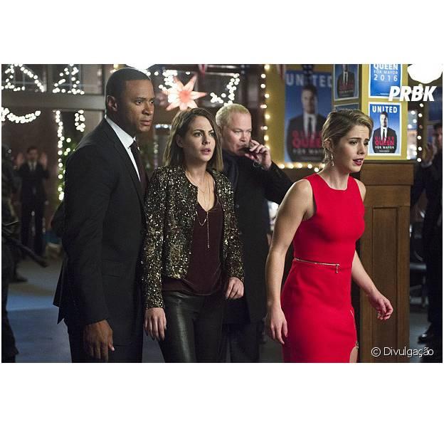 """Em """"Arrow"""": Felicity (Emily Bett Rickards) e parte da equipe são capturados por Darhk!"""