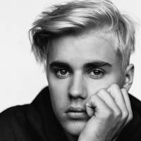 """Justin Bieber choca fãs com novo visual de dente de ouro e faz mistério: """"Algo especial vem aí!"""""""