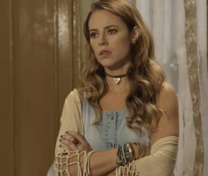 """Em """"Além do Tempo"""", Melissa (Paolla Oliveira) fica em estado de choque com revelação de Dorotéia (Julia Lemmerts)"""