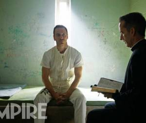 "Michael Fassbender no papel de Callum Lynch no filme ""Assassin's Creed"""